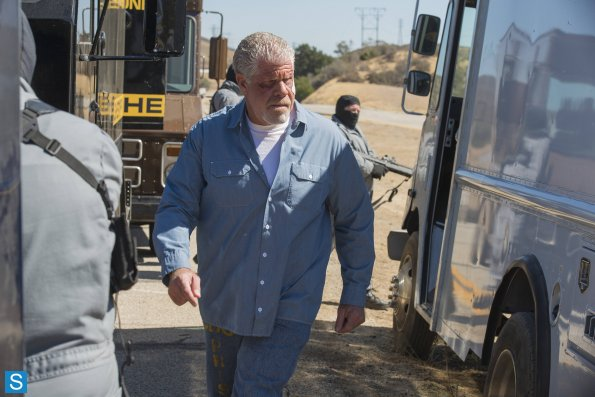 Sons of Anarchy - Episode 6.11 - Aon Rud Persanta - Promotional Photos (2)_595_slogo