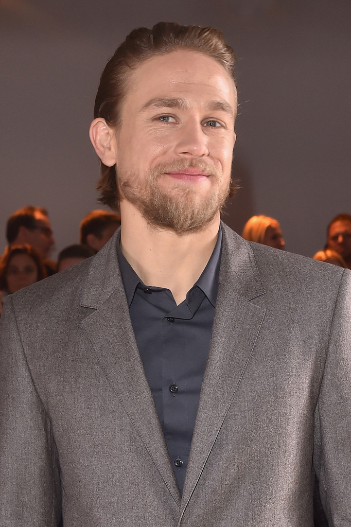 Charlie+Hunnam+CALVIN+KLEIN+COLLECTION+Front+vi_8IwrIIUex