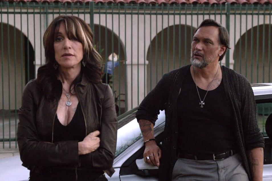 Katey Sagal (Gemma Teller) e Jimmy Smits (Nero Padilla) in Sons of Anarchy 7