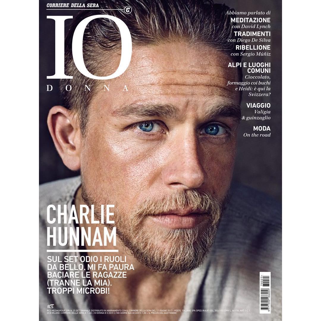 """Charlie Hunnam su """"Io Donna"""" (Corriere della Sera)"""